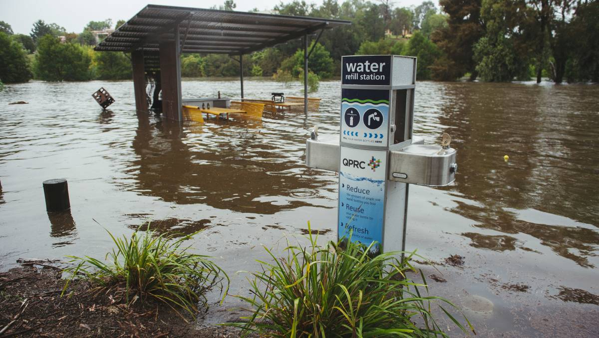 Queanbeyan flooding: Minor flood warning for Queanbeyan River SES alerts residents and businesses caravan park evacuated – The Canberra Times