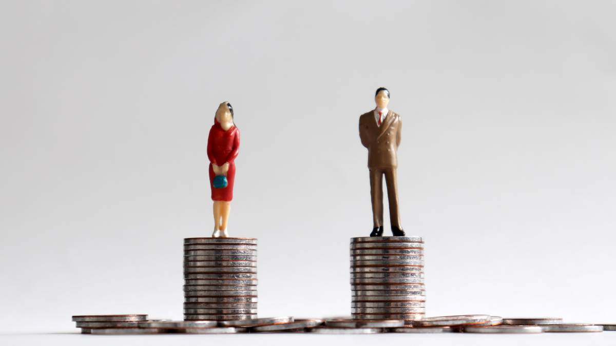 A new report says it will take an extra four years for gender pay parity to be reached.
