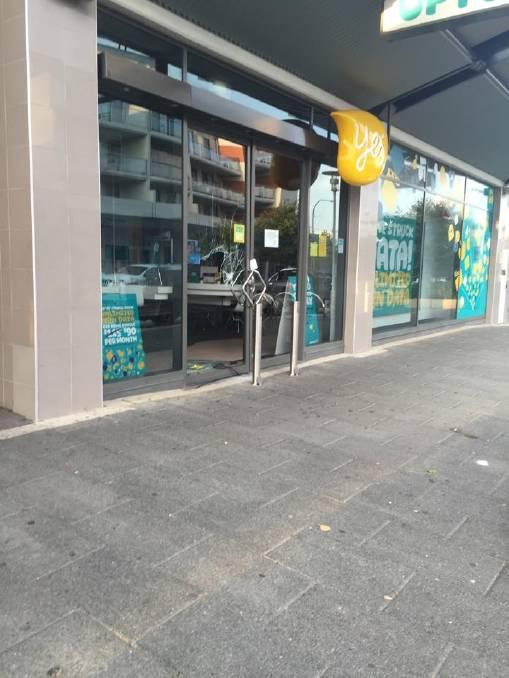 Gungahlin Optus store broken into, windows smashed | The