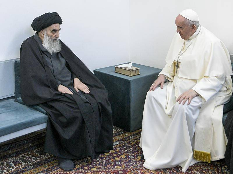 Pope Francis has had a historic meeting with Shi'ite cleric Grand Ayatollah Ali al-Sistani.
