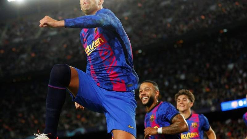 Barcelona whistled but win, as do Salzburg - The Canberra Times